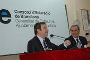 L'alcalde de Barcelona, Jordi Hereu, i el conseller Educació, Ernest Maragall, han presentat el traspàs de la gestió dels seus respectius centres educatius al Consorci d'Educació de Barcelona a l'IES Ernest Lluch.