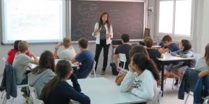 Lluís Baulenas, Laia Ortiz i Mercè Massa han visitat el nou institut Marti Pous, a Sant Andreu.