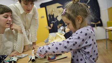 Convocatòria per seleccionar artistes residents als Espais C, Espais de creació artística a les escoles de primària. Curs 2020-2021