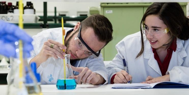 Alumnat de Química de l'Institut Narcís Monturiol
