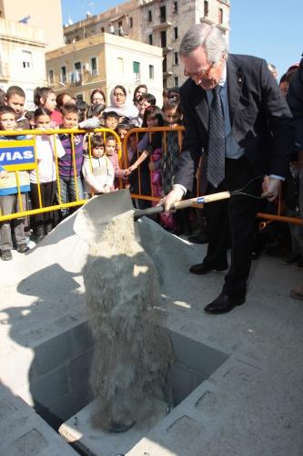 L'alcalde de Barcelona, Xavier Trias, col·loca la primera pedra