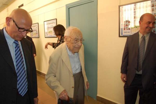 Moisès Broggi visitant l'institut que porta el seu nom