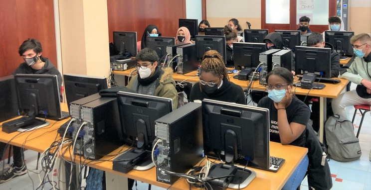 Un grup d'alumnes que ha començat aquesta setmana el nou mòdul al CFA Francesc Layret.