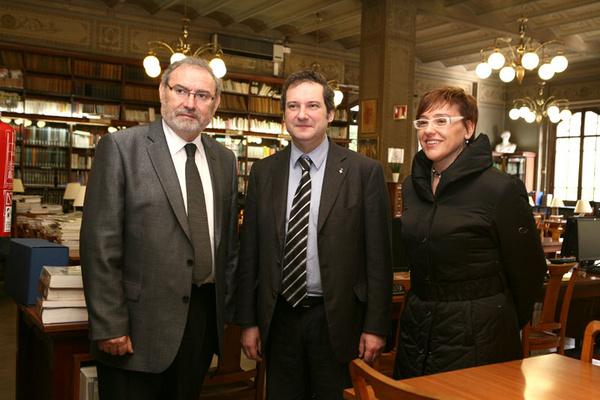 D'esquerre a dreta el director de l'Escola del Treball, Carmelo Gómez, l'alcalde de Barcelona, Jordi Hereu i la regidora d'Educació, Montserrat Ballarín.