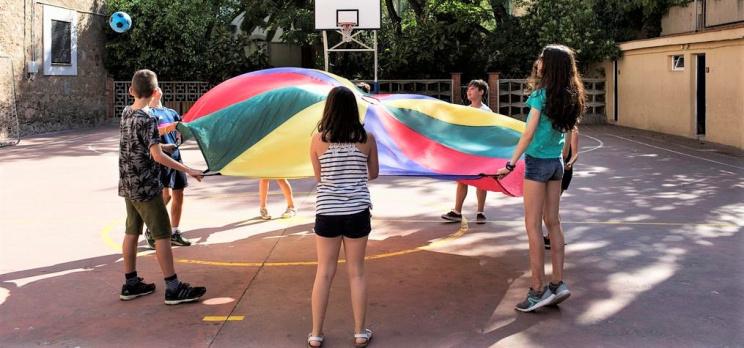 Imatge d'una escola a l'estiu.  Foto: Paola Grenet