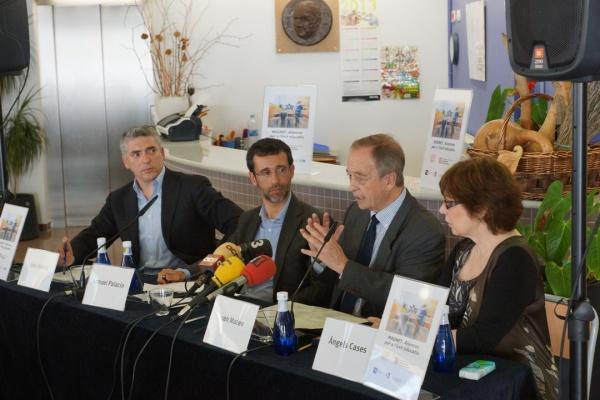 D'esquerra a dreta,  Joan abellà (gerent del Museu d'Art Contemporani de Barcelona), Ismael Palacín (director de la Fundació Jaume Bofill), Joan Mateo (secretari de Polítiques Educatives del Departament d'Ensenyament) i  Àngels Cases (directora de l'Escola Josep M. de Sagarra).